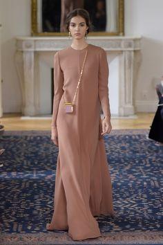 Valentino RTW Spring 2017 - Visit the post for more. Abaya Fashion, Modest Fashion, Fashion Dresses, Muslim Women Fashion, Islamic Fashion, Modest Outfits, Classy Outfits, Elegant Dresses, Beautiful Dresses