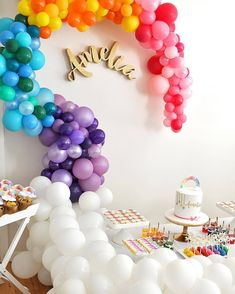 Wow! How amazing is this colourful balloon wall feature. Image credit @eveandcostationery balloons by @bubblemooballoons