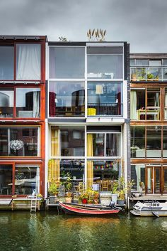 All-glass walls to maximise light. High density housing in Borneo-Sporenburg, Amsterdam, The Netherlands Architecture Amsterdam, Architecture Cool, Container Architecture, Contemporary Architecture, Building Exterior, Building Facade, Amsterdam Houses, Amsterdam Pays, Dutch House