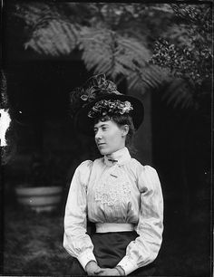 Portrait of woman in Edwardian dress, 1900's.  (by Powerhouse Museum Collection, via Flickr)