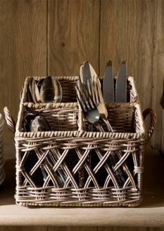 Bestikk-kurv i rotting Riviera Maison Rivera Maison, Cutlery Holder, Paper Weaving, Newspaper Crafts, Rattan Basket, Paper Basket, Handmade Furniture, Basket Weaving, Kitchenware
