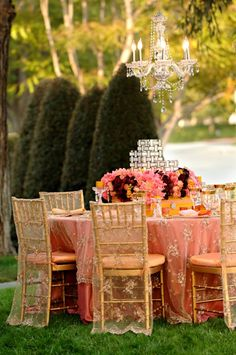 Soft, romantic and elegant style using peach and apricot tones mixed with deeper pinks and red florals.