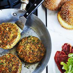 Burgers de pois chiches, façon falafel - Recettes de Châtelaine