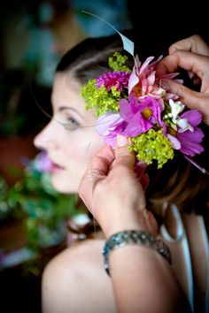 Jenny fresh flower hair piece Photographer - Paul Newbury Fresh Flowers 3a5f579d8eb