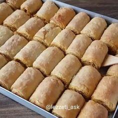 Keyifli pazarlar 🤗Bu börek efsane😍Yorum ve beğenilerinizi bekliyorum 🙋 Kaydetmeyi unutmayın mutlaka deneyin derim 😊 ➖➖➖➖➖➖➖➖➖ @lezzeti_ask… Appetizer Recipes, Appetizers, Pasta Cake, Turkish Breakfast, Taco Pizza, Turkish Recipes, Turkish Delight, Hot Dog Buns, Food Art