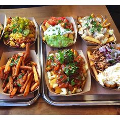 Frittenwerk - Die Pommesmanufaktur sweet potato, chilli cheese fries, chilli, chilli cheese, onions, fries, fritten, frittenwerk, fries before guys, fesh food fast, imbiss, bilk, düsseldorf, food, foo (Cheese Fries)