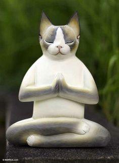 Cat in Meditation, escultura do artista Nengah Sudarsana.