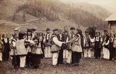 Гуцульські селяни, фото поч. ХХ століття