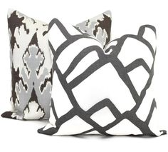 Add a Pop O Charcoal Gray to your decor with this crisp clean abstract print. Looks great paired with neutral tones or bright colors. The backside is a solid white linen. Please CONVO me if you are interested in this pillow cover in one of the other colorways available from Schumacher. The pillow is made to order to your size specifications. Price varies by size. Looks great paired with: https://www.etsy.com/listing/162684069/kelly-wearstler-graphite-ikat-pillow…