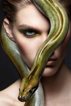 Snakes Fashion World... Coloring with different color, there sharing her fashion styles with snakes