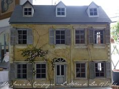Love this house! The maker has a shop in Paris and i have her lovely book. I like her style very much!
