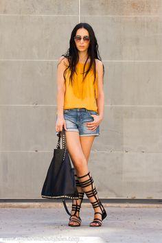 Tendencias del Verano: Color Mostaza, Flecos y Sandalias Romanas | With Or Without Shoes - Blog Moda Valencia Tendencias