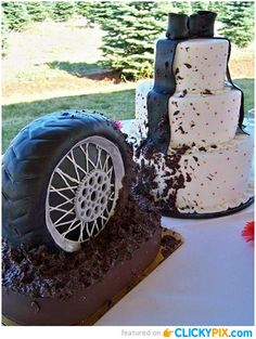 Ha, ha, ha.  His and hers!  (28 Awesome Themed Wedding Cakes)