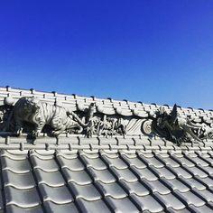 棟部分にある水板と呼ばれるデコレーションされた部分が素敵。 虎と龍がデザインされてます。 大迫力。