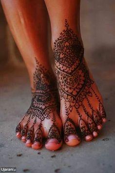 "tattooednbeautiful: ""Henna tattoos are non-permanent tattoos and they are really beautiful when done properly. Here are 87 beautiful henna foot tattoos ideas. Leg Mehndi, Legs Mehndi Design, Henna Mehndi, Mehndi Tattoo, Mehndi Art, Henna On Leg, Ankle Henna Tattoo, Henna Tatoos, Henna Tattoo Designs"