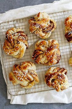 Beautiful and delicious, these Swedish cardamom buns (aka Kardemummabullar) are filled with date sugar, cinnamon and butter for a uniquely sweet treat. Swedish Cardamom Buns Recipe, Bun Recipe, Recipe Girl, Rolls Recipe, Swedish Recipes, Afternoon Snacks, Sweet Bread, Cookies Et Biscuits, Sweet Tooth