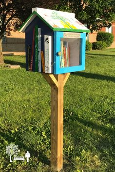 We love the detail on this Little Free Library stewarded by Elizabeth K. in Mount Sterling, KY.