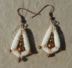 Winnie63  made these very cute earrings using the beading pattern for Rivoli Star Earrings.  Beading around the Swarovski rivoli…    She made also La Paz earrings with Miyuki Delica beads… Great job! http://ellad2.com
