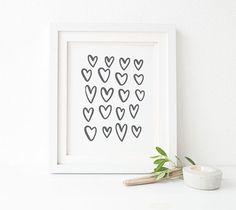 Ein minimalistische, schwarze oder graue Herzen Print verfügbar in einer Vielzahl von Größen - finden Sie in der Drop-down-Menü für Ihre Auswahl und Preise.  Der Druck auf schöne, qualitativ hochwertige Epson archival Matte Paper gedruckt wird, mit Archivierung, pigment-basierte Epson Tinten - entworfen, um widerstehen verblassen und Verwitterung, so dass Sie den Druck zu viele, viele Jahre genießen können um zu kommen! Sie werden nicht enttäuscht über die Qualität der Druck - das Detail ist…