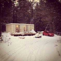 Un Canadien construit une maison autosuffisante à l'aide de conteneurs d'expédition | JDM