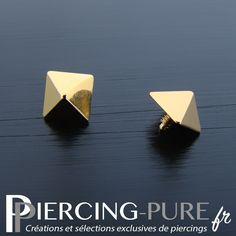 Accessoire microdermal de forme pyramidale en titane de couleur dorée. Body Mods, Ear Piercings, Jewelery, Bts, Pure Products, Earrings, Jewels, Shape, Accessories