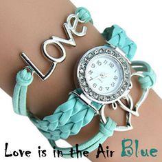 """Orologio con triplo bracciale come cinturino. Parola """"Love"""" incorporata nel bracciale a un lato dell'orologio, due cuori intersecati sull'altro. Colori vari. Lunghezza cinturino: 22cm Diametro quadrante: 2.4 cm Colore: blu, bianco, rosa - 12€+spese di spedizione"""