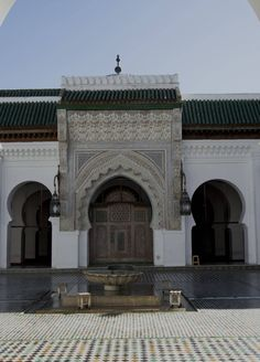 Courtyard view of the main entrance of the prayer hall, al-Qarawiyyin Mosque, in Fes, Morocco. Rachid Aadnani, 2016