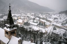Orava, Slovakia (by lidddia) Great Places, Places To Visit, Visit Prague, Visit Germany, Heart Of Europe, Central Europe, Future Travel, Paris Skyline, Travel Inspiration