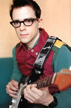 Rivers Cuomo, lead singer of Weezer. How can you resist such a cute little nerd with those glasses?!