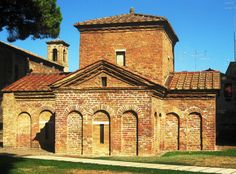 Ravenna, Mausoleo di Galla Placidia (foto da Wikipedia)