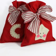 DIY Gift wrapping with stitching by little empty room. Do It Yourself Toys by Lara Joseph Felt Christmas bags Christmas Gift Bags, Christmas Sewing, Felt Christmas, Christmas Stockings, Christmas Ornaments, Operation Christmas Child, Felt Gifts, Decoration Christmas, Diy Weihnachten