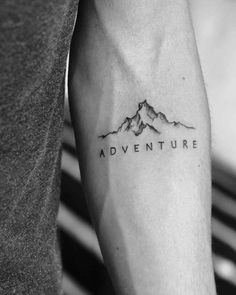 40 fabelhafte Berg Tattoo Designs - New Ideas Small Tattoos Men, Small Forearm Tattoos, Small Meaningful Tattoos, Forearm Tattoo Men, Trendy Tattoos, Tattoo Man, Tattoo Guys, Tiny Tattoo, Forearm Sleeve