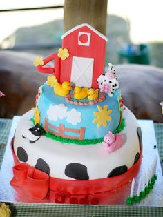 Barn cake- little sculpted animals are so cute.