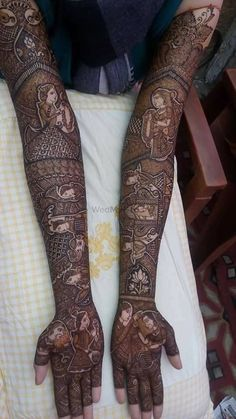 Bridal mehndi designs for every kind of bride Rajasthani Mehndi Designs, Dulhan Mehndi Designs, Mehandi Designs, Mehendi, Tattoo Designs, Henna Mehndi, Henna Tattoos, Henna Hand Designs, Wedding Henna Designs