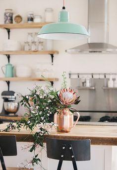 Suspension pastel et du cuivre pour une cuisine vintage - Jolies choses quotidien - TinyPaw