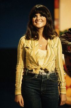 Linda Ronstadt on the Smothers Brothers Show (their 2nd go around at a musical/variety TV show) ---  May 1975