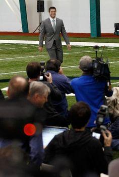 Los Jets convocaron una rueda de prensa donde varios medios pudieron hacerle las esperadas preguntas a Tebow.