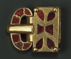 Buckle [Eastern Germanic] (1986.341) | Heilbrunn Timeline of Art History | The Metropolitan Museum of Art