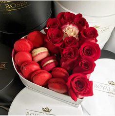 Happy Valentine's Day everyone. #dessert #flowers #roses #redroses #macaroons #macarons #luxury #luxurylife #valentines #fabfashionfix
