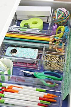 25 Four Days & Four Drawers Mini Organizing Challenge: School Supply Drawer Organisation Hacks, Office Drawer Organization, Junk Drawer Organizing, School Supplies Organization, Office Supplies, Teacher Organization, School Supplies Tumblr, School Supplies Cake, School Supply Labels