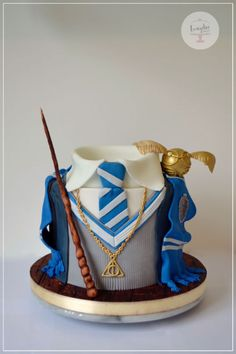 Harry Potter Ravenclaw cake by evangelinedulzuras (wrong colours) Harry Potter Ravenclaw Kuchen von evangelinedulzuras (falsche Farben) Harry Potter Cupcakes, Harry Potter Desserts, Gateau Harry Potter, Harry Potter Fiesta, Harry Potter Bday, Harry Potter Birthday Cake, Harry Potter Food, Harry Potter Wallpaper, Creative Cakes