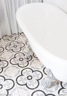 kylpyhuone,kylpyamme,kylpyhuoneen laatat Bath Mat, Spa, Bathtub, Interior Design, Bathroom, Home Decor, Gate Valve, Standing Bath, Nest Design