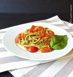 Di pasta impasta: Spaghetti al pesto genovese e pomodoro