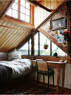 Attic ideas, find inspiration for bedroom ideas storage rooms master DIY to add to your home - small attic bedroom ideas Informations About Inspiring Attic Bedroom Ideas Future House, Interior And Exterior, Interior Design, Attic Renovation, Attic Remodel, The Design Files, Blog Design, House Goals, Cool Rooms