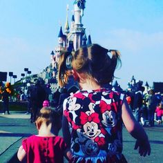 How to plan for Disneyland Paris with family and young children (toddlers, babies and pre-schoolers)  Meal plan, restaurants, parades, fireworks