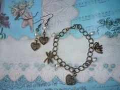 Pulsera y aretes en cadena broce y dijes metal con perlas. https://www.facebook.com/pages/Nanoja/100973873394780