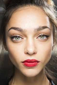Dolce & Gabbana Spring 2016 Natural makeup with blushed lips! One of my favourite looks www.sabinaventriglia.co.uk