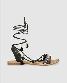 Sandalias planas de mujer Giosseppo en piel de color negro con adorno