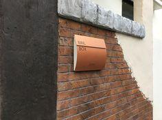 デザインコンクリート 造形 アンティーク 玄関 カービング スタンプコンクリート レンガ 擬石 擬木 ライフワークス リフォーム リノベーション 門扉 外構 沖縄 Mailbox, Sign, Mail Drop Box, Mail Boxes, Signs, Board, Post Box