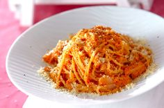 トマトソースに砂糖と生クリームを加えてまろやかな味わいに。トマトソースでクリームパスタ/杉本 亜希子のレシピ。[洋食/麺料理(パスタ等)]2011.12.05公開のレシピです。